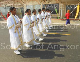 Les huit conques du Palais royal du Cambodge lors des funérailles de Sa Majesté Norodom Sihanouk. Photo © Socheat Chea 2012.