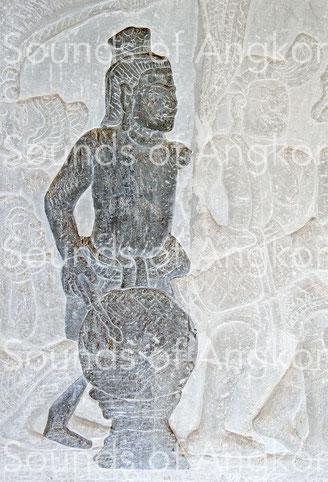 Tambour sur support. Angkor Vat, Galerie nord. Victoire de Krishna sur l'Asura Bāna. XVIe s.