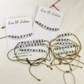 Perles formant des mots pour composer des bracelets personnalisés sur commande