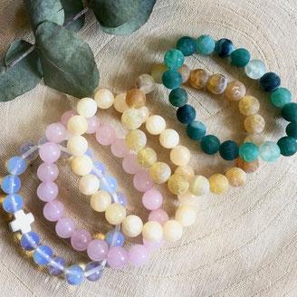 Perles de Jade, nacre, quartz rose, pierre de lune, sodalite, labradorite, amazonite, malachite, lapis lazuli montées en bracelet pour femme ou homme sur élastique