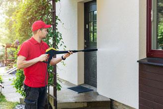 Gepflegte Wohn- und Arbeitsräume erfordern regelmäßig stattfindende Reinigungsarbeiten. Die Unterhaltsreinigung übernehmen wir gerne für Sie.