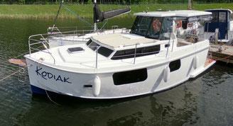 Hausboot AM 780 PLUS | 4+2 Kojen, 2 Schlafkabinen | ohne Führerschein