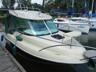 Hausboot BALT 818 TITANIUM | 4 Kojen | Halbgleiter-Hausboot | MIT FÜHRERSCHEIN