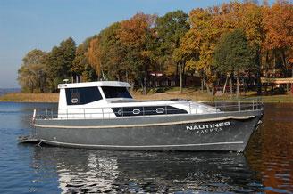 Hausboot NAUTINER 38 CLASSIC | 6+2 Kojen, 3 Schlafkabinen | ohne Führerschein