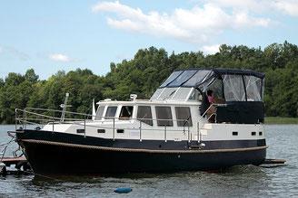 Hausboot NAUTINER 40.3 | 6+2 Kojen, 3 Schlafkabinen, 2 Bäder | ohne Führerschein