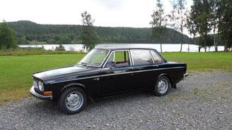 Foto Janine Neumann - das Gewinnerteam im schwarzen Volvo 144S