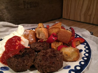 Reste Essen Kebab mit Joghurt und Tomatensosse - Iskender