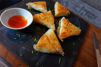 einfache Samosa Teigtaschen | mit Chili con Carne