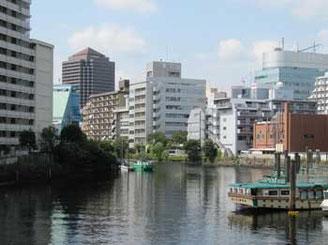 東京都・天王洲橋からみた運河