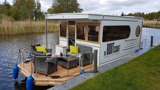 Hausboote mieten 4 Personen Brandenburg. Aussenansicht Hausboot.