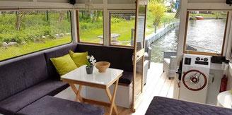 Hausboote mieten 4 Personen Brandenburg. Wohnraum des Hausbotes.