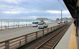 鎌倉高校前駅のホームから見える海