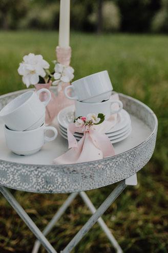 Gartenhochzeit, weißes Kaffeegeschirr, Tassen mit Untertasse leihen