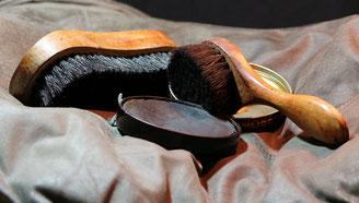 Schuhpflege Sets - Creme & Bürsten