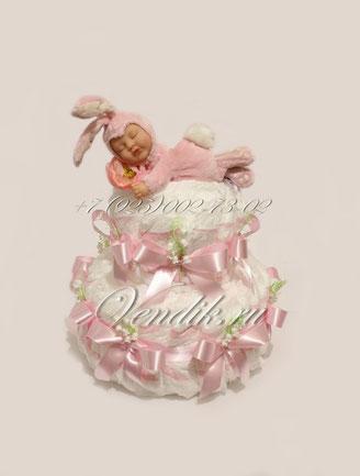 Нежно розовый тортик  из памперсов со спящим зайчонком Анне Геддес