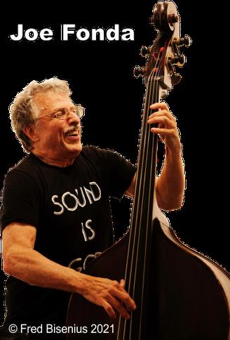Joe Fonda with c-bass.  Foto: (C) Fred Bisenius