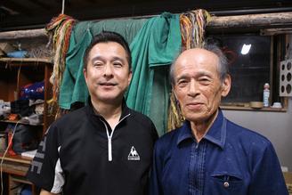 吉無田獅子舞保存会の青田巌会長(右)と事務局の細田愛二さん。昭和10年生まれの会長は子どもの頃から獅子舞を踊っていたそうです。