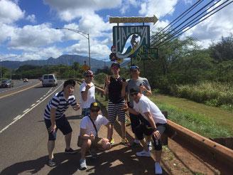 ハワイ社員旅行にて貸切チャーター貸切チャーターツアーで訪れたノースショアハレイワのサイン(看板)