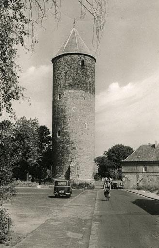 Münzstraße mit Buddenturm 1950er Jahre