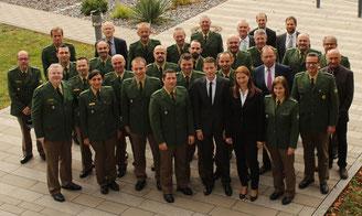Die neuen Kommissare zusammen mit Führungskräften des PP Oberpfalz und ihren Dienststellenleitern
