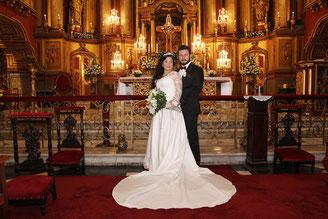 Kirche für die Hochzeit schmücken