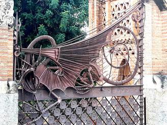 Павильоны усадьбы Гуэля - дракон Ладон