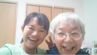 40年以上頭痛に苦しんだ横田さん。毎日頭痛・めまい・吐き気で辛かったのですが、日だまりショットを受けてめまいはずぐに解消。頭痛も吐き気もなくなりました。そんな横田さんの素敵な笑顔写真。大分別府頭痛専門個こまろ調整院より