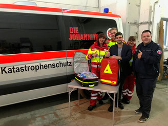 Bestattungshaus Deufrains Übergabe Sanitätsrucksäcke Eberswalde Finow