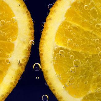 Orangenöl Orangen in Wasser Orangenscheiben