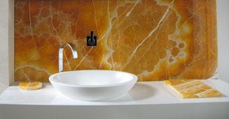 Waschtischverblendung in  Goldenem Lotus Onyx