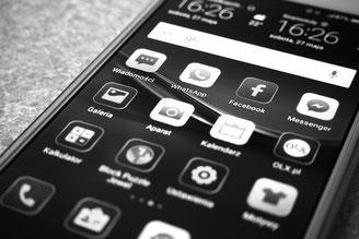 Smartphone Bildschirm schwarz weiß