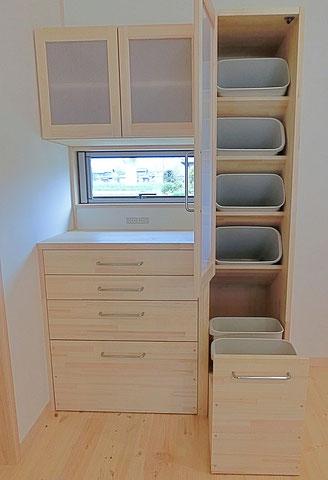 木の家具・分別ゴミ箱棚・木の家家具オーダー