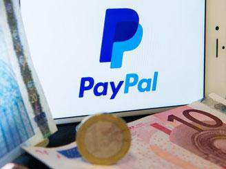 Über PayPal können Kunden das Geld direkt an einen Online-Händler senden. Die deutschen Banken wollen nun ein eigenes Bezahlsystem anbieten, das Beträge vom Girokonto abbucht. Foto: Lukas Schulze