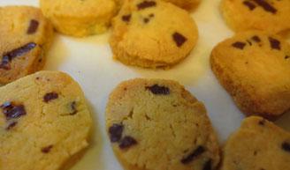 久しぶりに甥や兄夫婦に会うので焼いたクッキー。甘さ控えめという意見も…。次はもう少しお砂糖を増やそうかな、でも健康面から考えるとどうなのだ、などなど考えて次に向かうのもまた楽しいです。