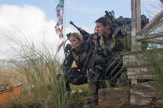 Emily Blunt et Tom Cruise sauvent le monde (©Warner Bros)