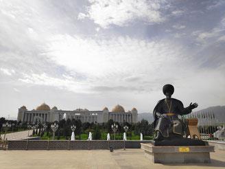 Monumente, Paläste, und Laternen soweit das Auge reicht