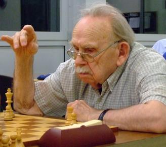 Helmut Neumann glich mit seinem Einzelsieg zum 2,5:2,5 aus (Foto: A. Obdenbusch)
