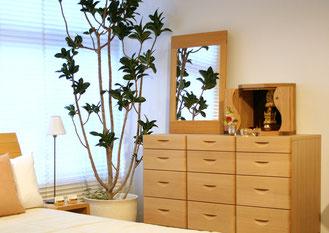 小型仏壇MAGATAMAタモは、お部屋のイメージを壊さないように4色展開もしています。