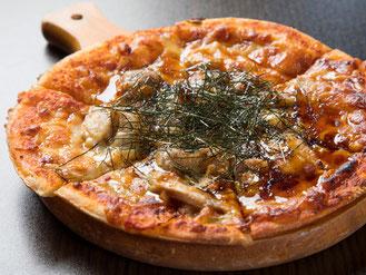 焼き鳥屋のチーズピザ