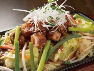写真:マルチョウとニンニクの芽の辛味噌炒め