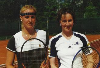 v.l. Siegerin Alexandra Thaler und Finalistin Sonja Erler der Tiroler Tennismeisterschaften 1999