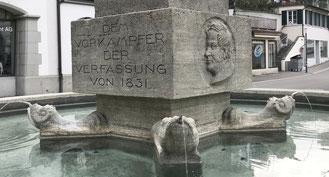 der Rathausbrunnen ist Thomas Bornhauser gewidmet