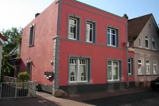 Neue Fassade mit Bossensteine und KP 2