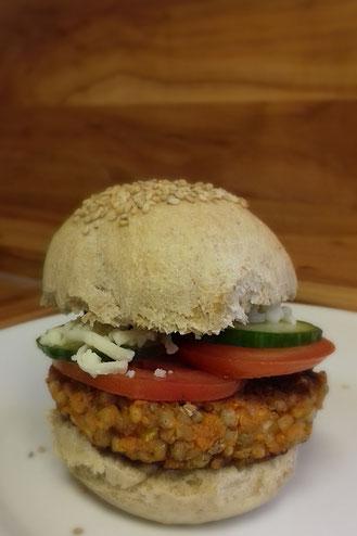 vegetarischer Burger mit Tofu und Buchweizen