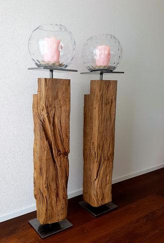 Wunderschönes Säulenpaar aus Eiche. Die Balken stammen aus einem alten Stadthaus in Murten.