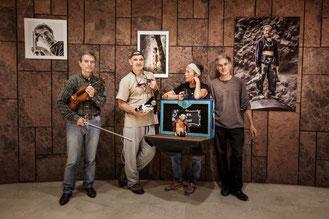 """Encuentros"" . Roberto Tubaro ( violonista), Eduardo Castro ( fotógrafo), Corinne Bailleux (marionetista) , Pedro Zamorano ( esculptor)"