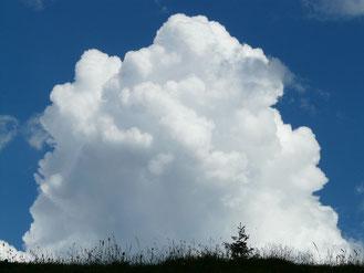 雲の写真、Hans BraxmeierによるPixabayからの画像