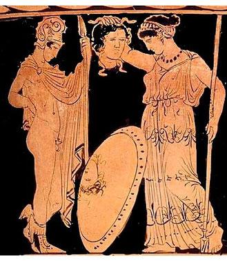 Perseo dona ad Atena la testa di Medusa che viene posta al centro della propria egida. Krater, attribuito al Pittore di Tarporley, 400-385 a.C. Museum of Fine Arts, Boston