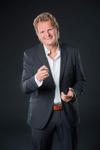 Sven Sander Charisma-Experte, Trainer für Rhetorik, Schlagfertigkeit und Persönlichkietsentwicklung