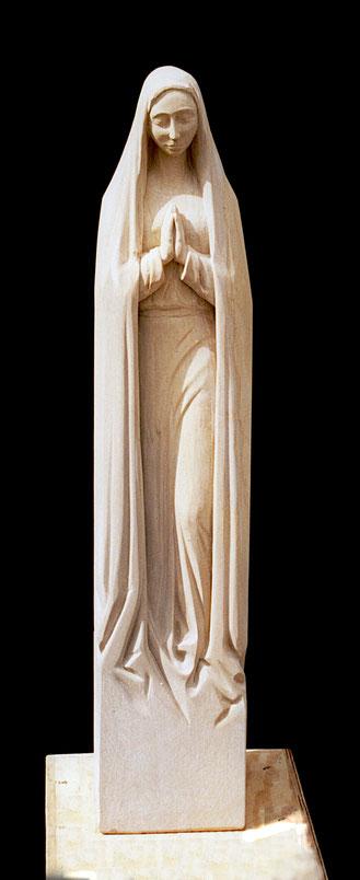 Schlanke Frauenfigur aus Sandstein#Ave Maria#stehende Marienfigur ohne Christuskind